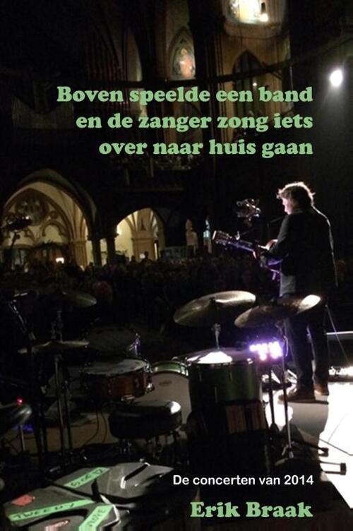 Afbeelding van Boven speelde een band en de zanger zong iets over naar huis gaan
