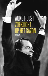 Zoeklicht op het gazon-Auke Hulst